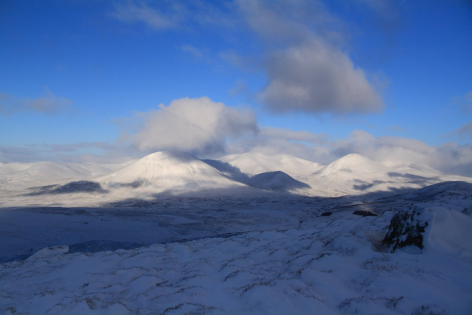 Beinn a' Ghlo from Ben Vrackie, 76 kb