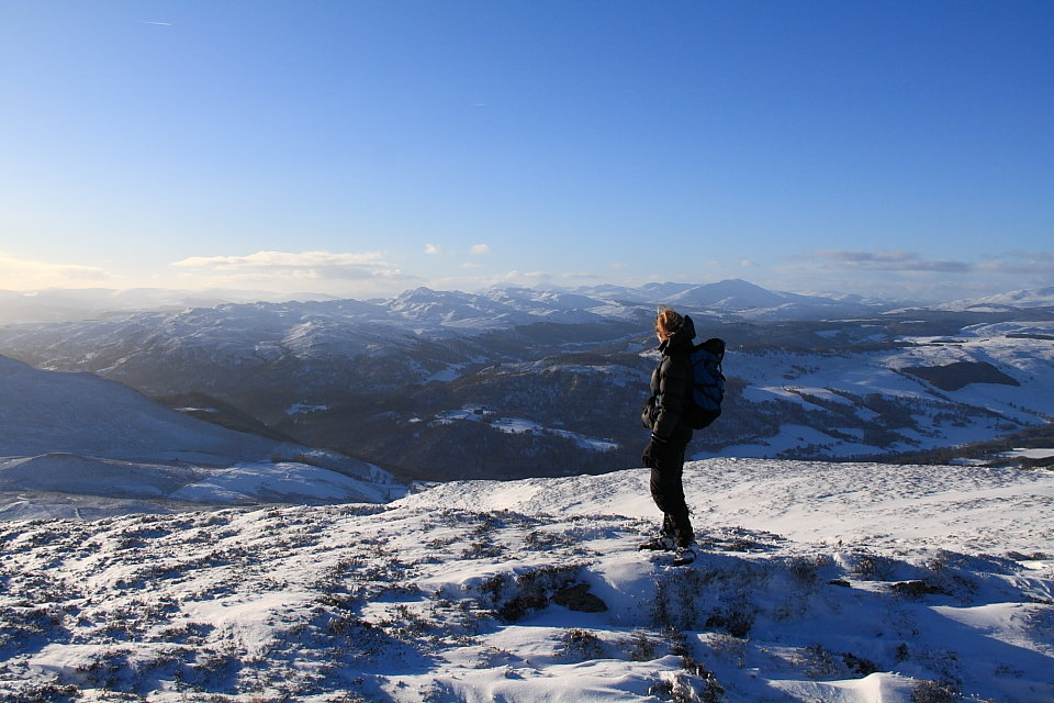 Looking west from Meall an Daimh, 136 kb
