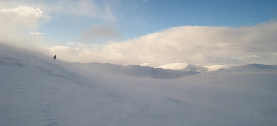 Spindrift on Carn an Tuirc - in these conditions eye protection is vital, 31 kb