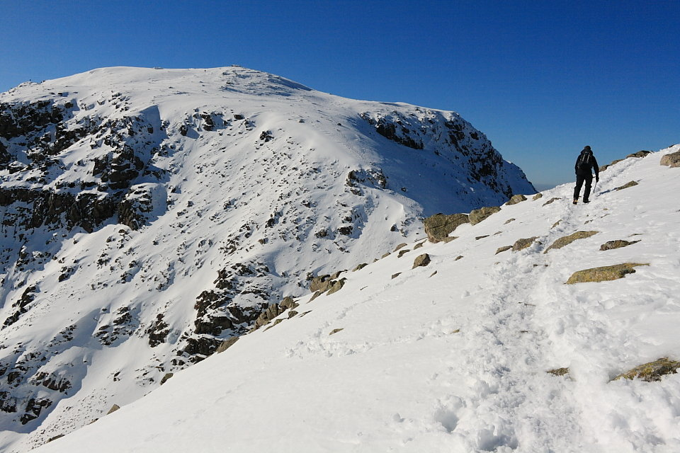 Scafell Pike on a perfect day. It's rarely this benign, so go equipped for the worst, 150 kb