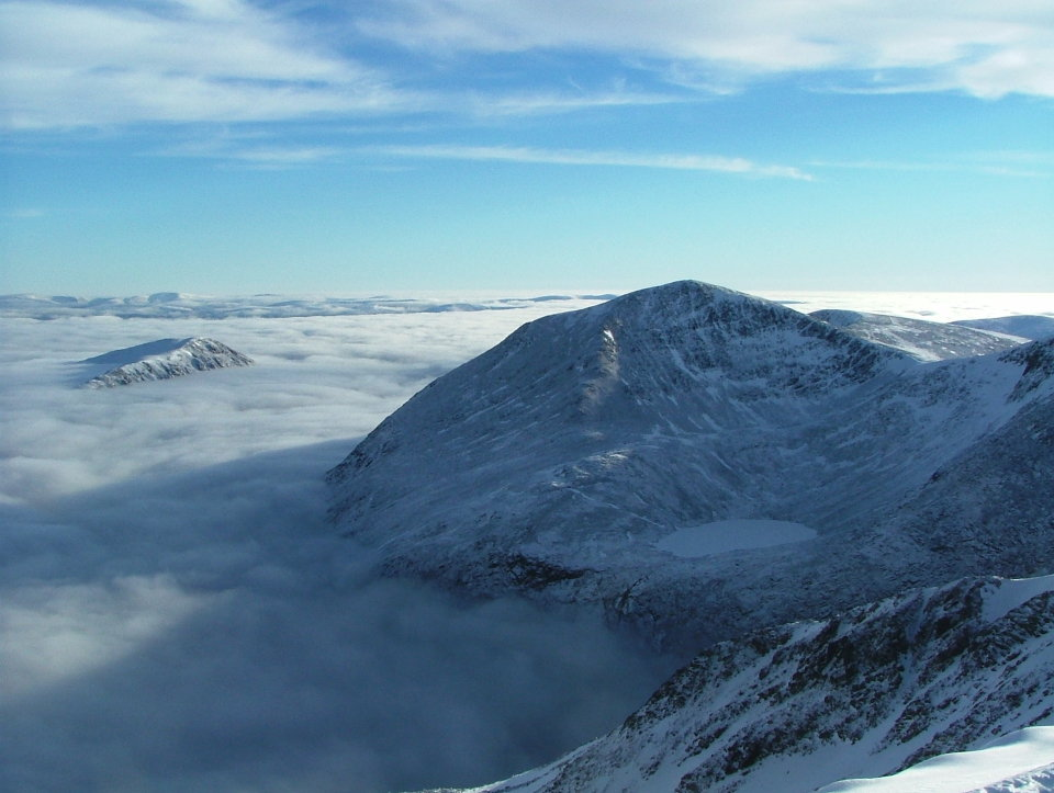 Cairn Toul and a cloud-filled Lairig Ghru , 101 kb