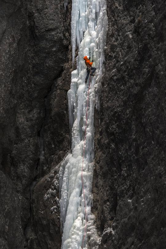 Thin early season ice on 'La Spada nella Roccia', 129 kb
