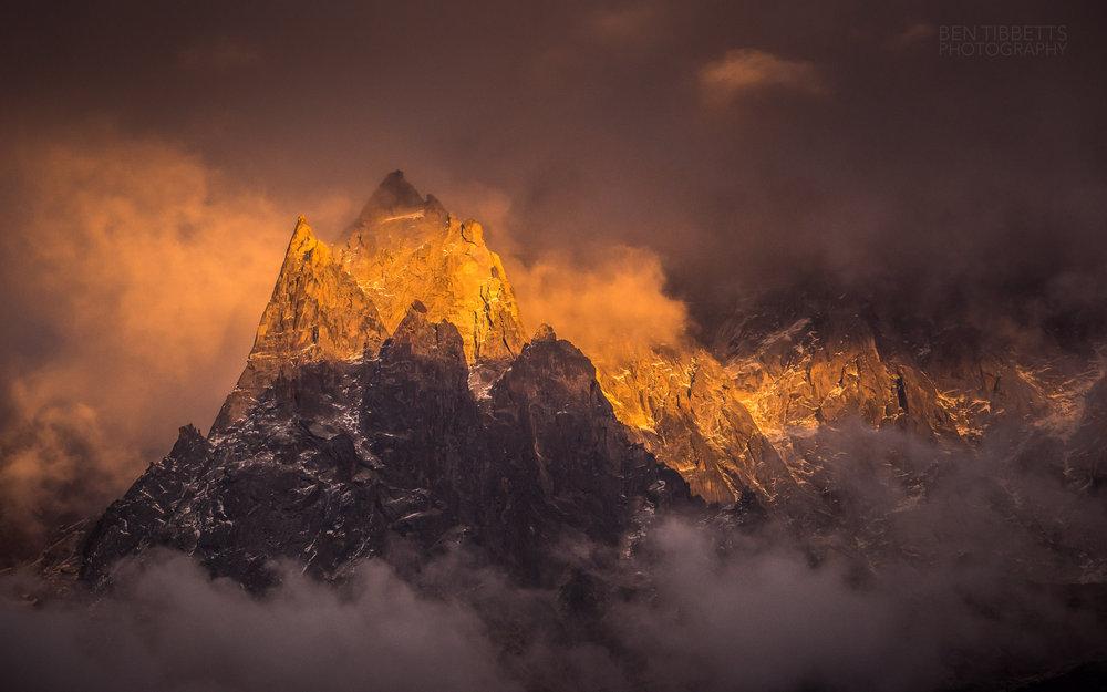 Aiguille du Peigne and Aiguille des Pélerins above Chamonix at sunset, 154 kb
