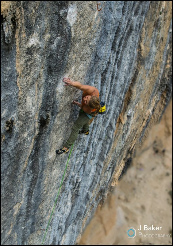 Hazel Findlay climbing Mind Control 8c+, 124 kb