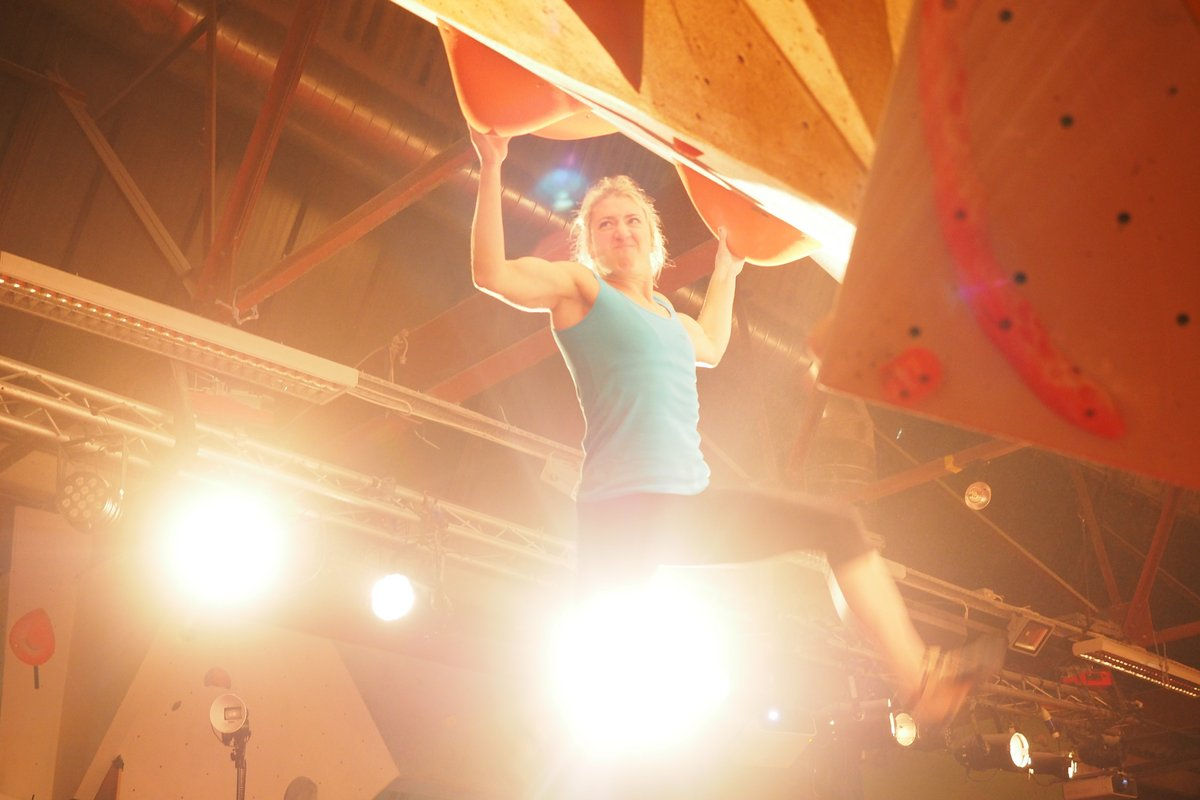 Michaela Tracy pulling hard at the Rab CWIF 2016, 96 kb