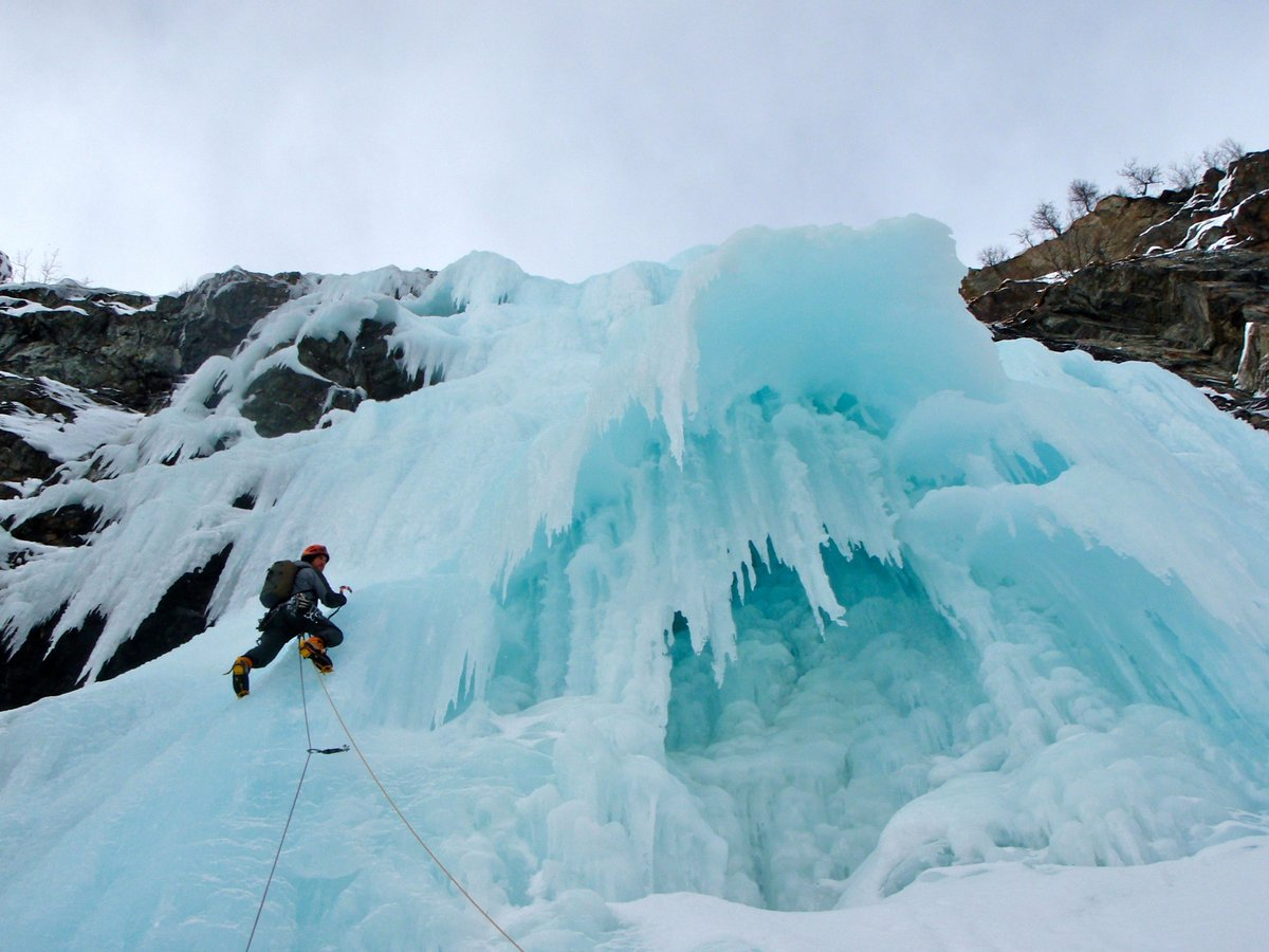 Crazy ice formations on yet another many starred route, 140 kb